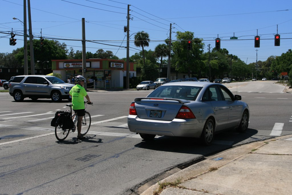 savvy cyclist facilitating right on red [orlando]